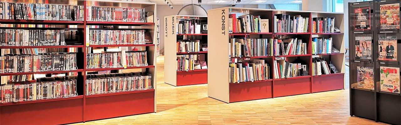 Bokhyllor på bibliotekets fackavdelning